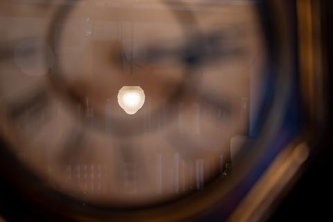 時計と写りこみ